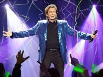Barry Manilow Coupons – 49% OFF Barry Manilow One Last Time Tour – Pop Music Deals